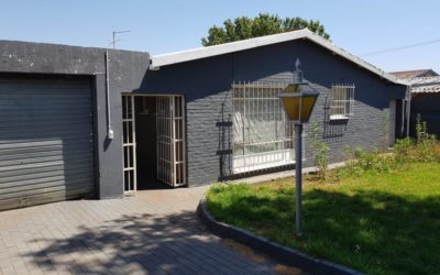 ALBERTSKROON THREE BEDROOM HOME WITH FLATLET POTENTIAL